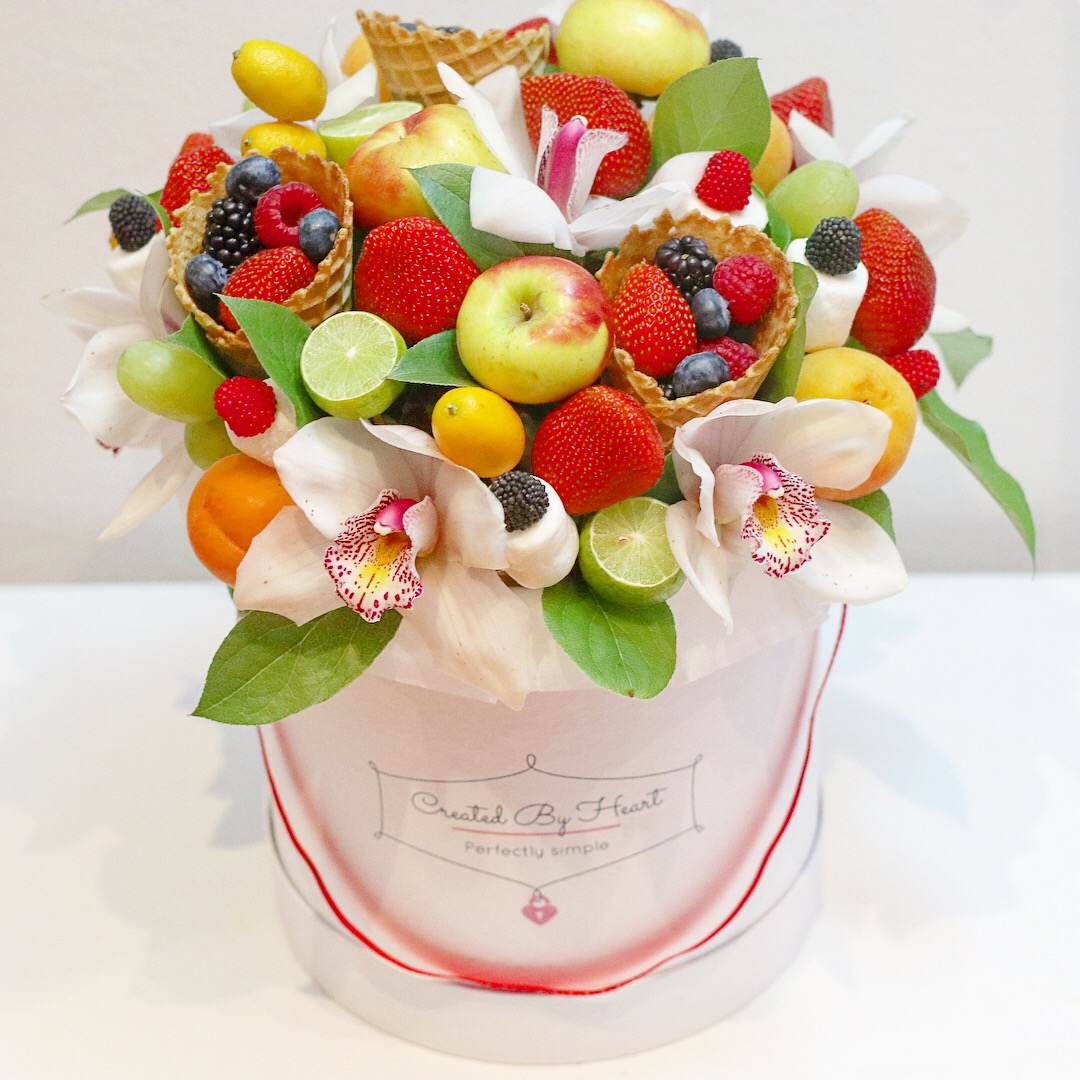 Mix of fruit candy and flowers in a white signature box created mix of fruit candy and flowers izmirmasajfo