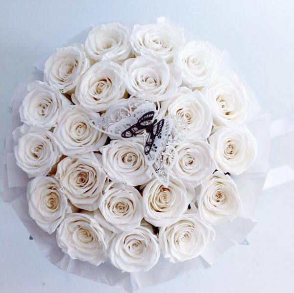 white roses are just for an example for you to see the size